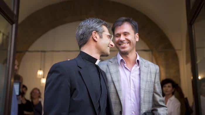 Kryzstof Charamsa omosessualità Omosessualità prete gay